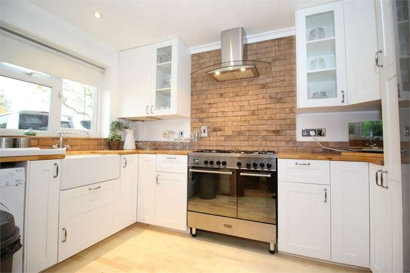 3 Bedrooms Terraced House for sale in Franklin Road, London