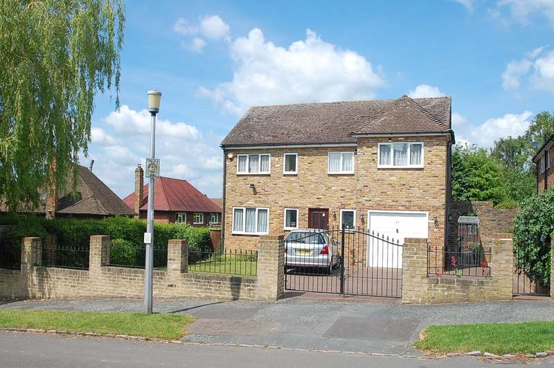 4 Bedrooms Detached House for sale in Foxdell Way, Chalfont St Peter, SL9