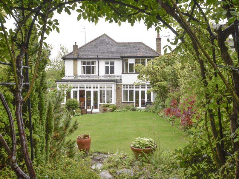 4 Bedrooms Detached House for sale in Wood Vale, N10