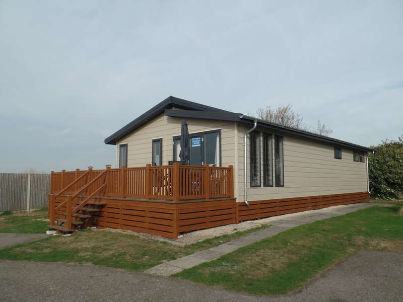 2 Bedrooms Park Home Mobile Home for sale in Hall Lane, Walton-On-The-Naze