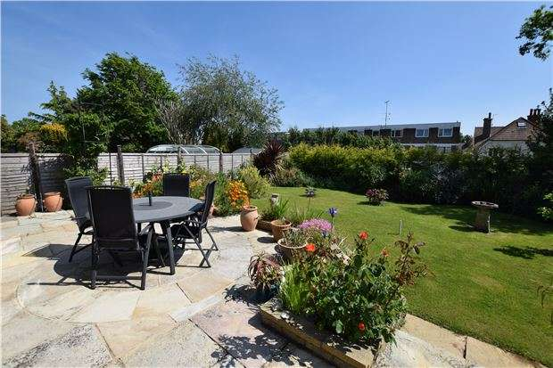 3 Bedrooms Detached House for sale in Terminus Avenue, BEXHILL-ON-SEA TN39 3LS