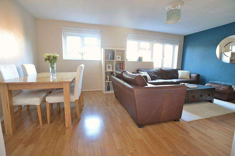 3 Bedrooms Apartment Flat for sale in Blyth Road, Bromley