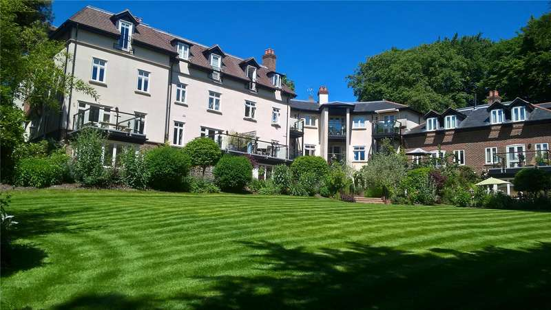 3 Bedrooms Flat for sale in King's Crescent, Winchester, Hampshire, SO22