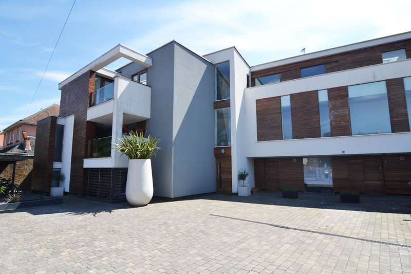 2 Bedrooms Apartment Flat for sale in Cranmer Road, Hampton Hill, TW12