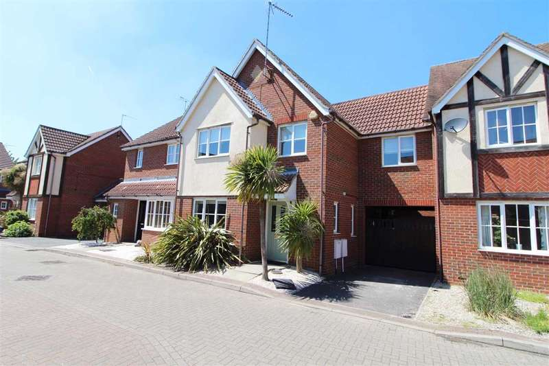 3 Bedrooms Link Detached House for sale in Purvis Way, Highwoods, Colchester