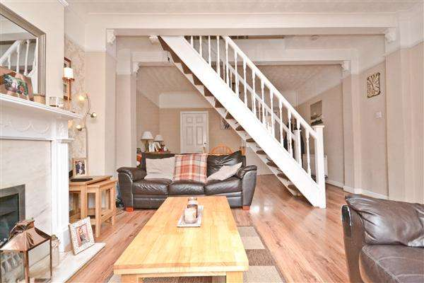 3 Bedrooms Terraced House for sale in Manchester Road, Wigan