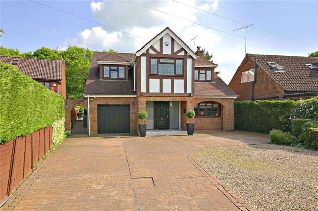 4 Bedrooms Detached House for sale in Mayflower Road, Park Street, St.Albans, Hertfordshire