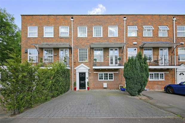 4 Bedrooms Town House for sale in Cavendish Crescent, Elstree, Borehamwood, Hertfordshire