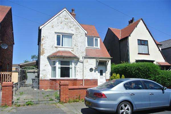 3 Bedrooms Detached House for sale in Brooklyn Avenue, Blackpool