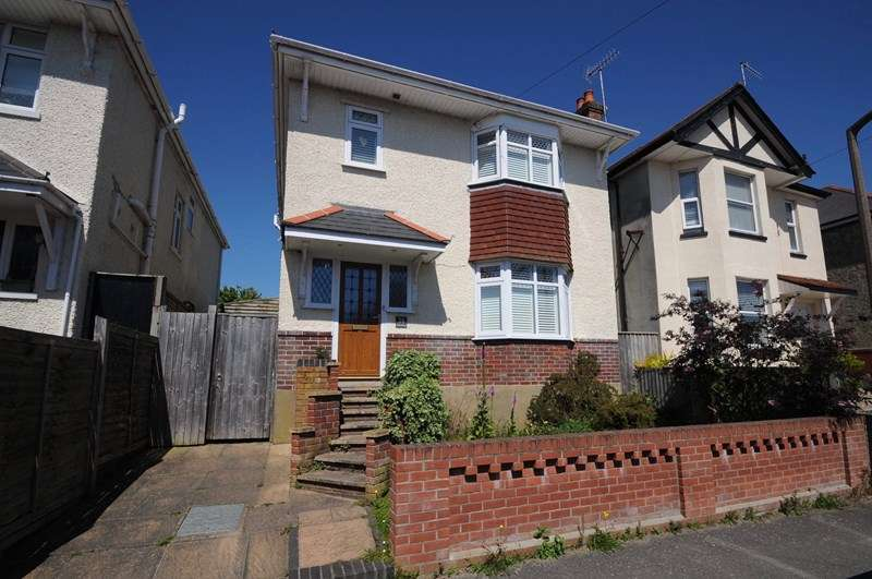 3 Bedrooms Detached House for sale in Whitefield Road, Whitecliff, Poole
