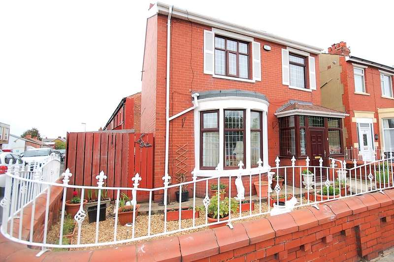 3 Bedrooms Detached House for sale in Ansdell Road, Blackpool