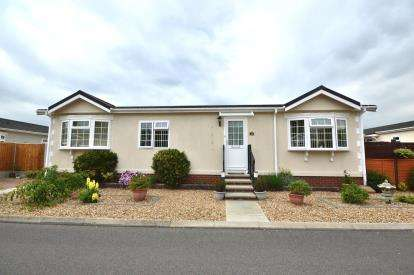 2 Bedrooms Mobile Home for sale in Shoeburyness, Southend-on-Sea, Essex