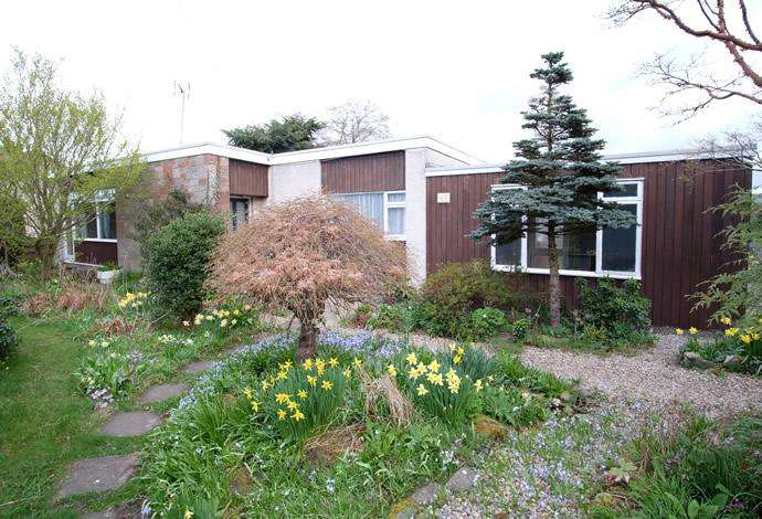 3 Bedrooms Bungalow for sale in 9 Edinburgh Road, Lauder, TD2 6TW