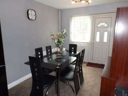 3 Bedrooms House for sale in Marsham Close, Manchester, Greater Manchester