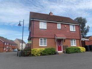 3 Bedrooms Semi Detached House for sale in Marmion Way, Ashford, Kent, Ashford