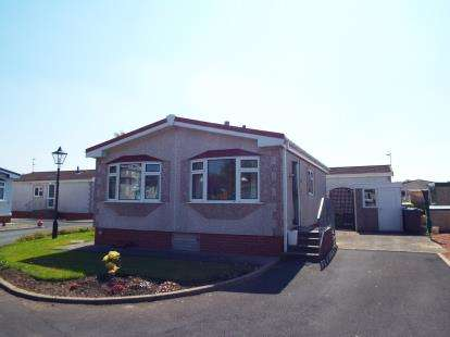 2 Bedrooms Bungalow for sale in Willow Grove Park, Sandy Lane, Preesall, Poulton-Le-Fylde, FY6