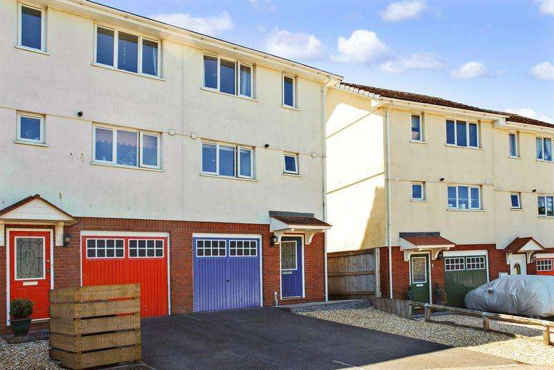 3 Bedrooms End Of Terrace House for sale in Weeksland Road, Torquay