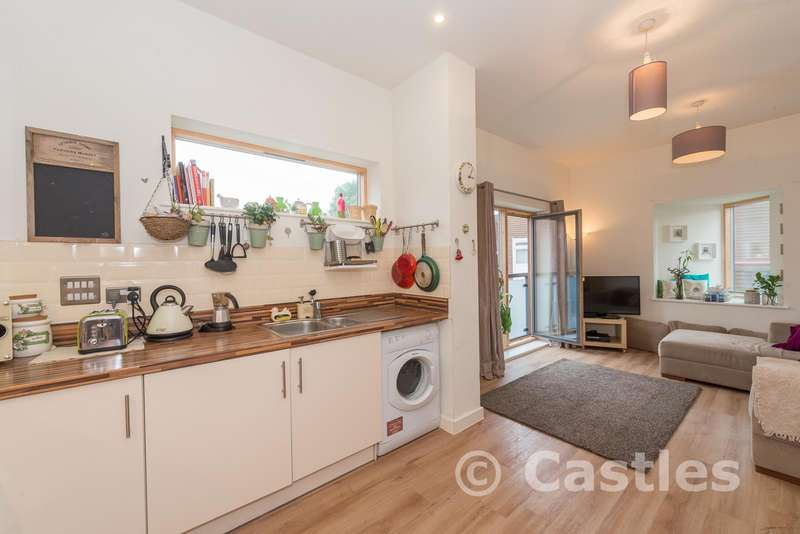 Flat for sale in West Green Road, London, N15