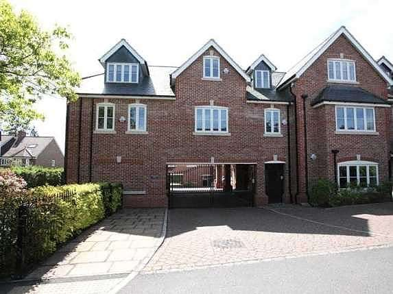 2 Bedrooms Flat for sale in Crownwood Gate, Farnham