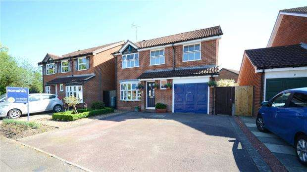 4 Bedrooms Detached House for sale in Skelmerdale Way, Earley, Reading
