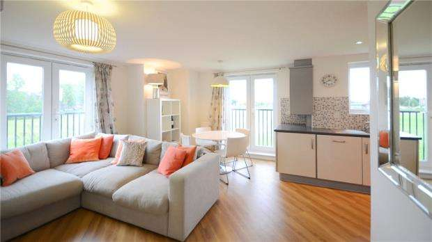 2 Bedrooms Apartment Flat for sale in Thames House, Regis Park Road, Reading