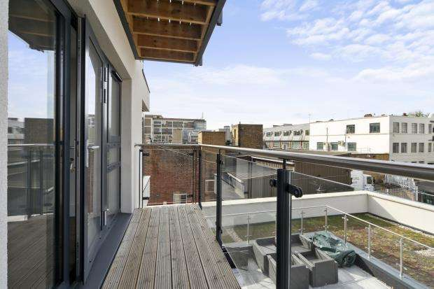 2 Bedrooms Flat for sale in Camden High Street, NW1