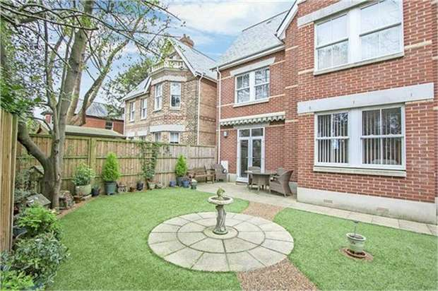 5 Bedrooms Detached House for sale in Buckholme Close, Poole, Dorset