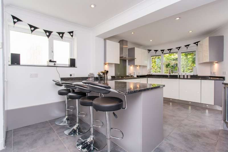 5 Bedrooms Detached House for sale in Marine Drive, Saltdean