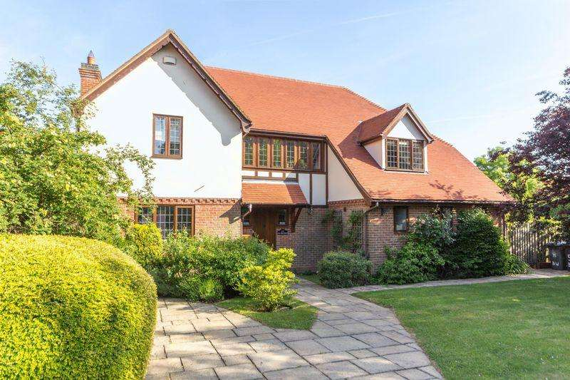 5 Bedrooms Detached House for sale in Upstreet