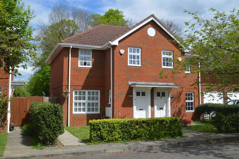 3 Bedrooms Semi Detached House for sale in Longcroft Gardens, Welwyn Garden City, AL8