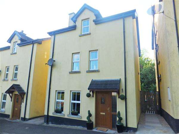 4 Bedrooms Detached House for sale in 3 Crott Road