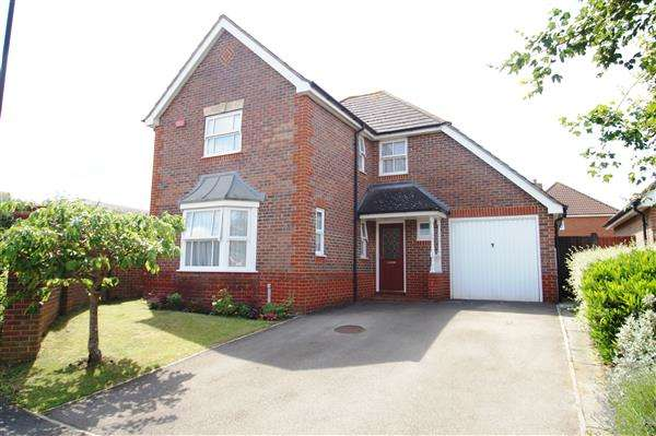 4 Bedrooms Detached House for sale in Plaines Close, Cippenham, Slough