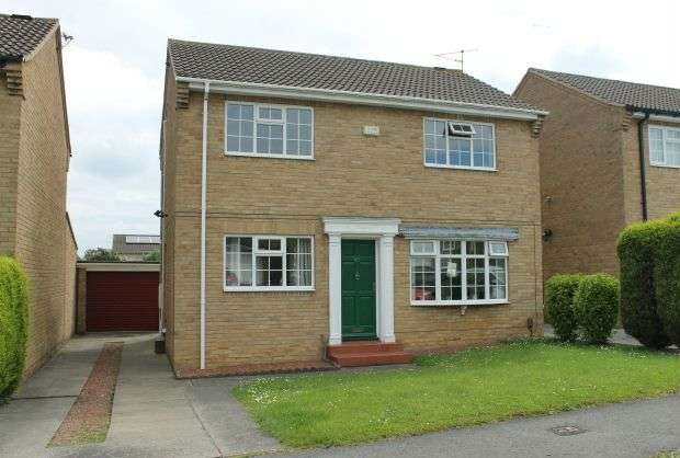 4 Bedrooms Detached House for sale in Farndale Drive, Pine Hills, Guisborough