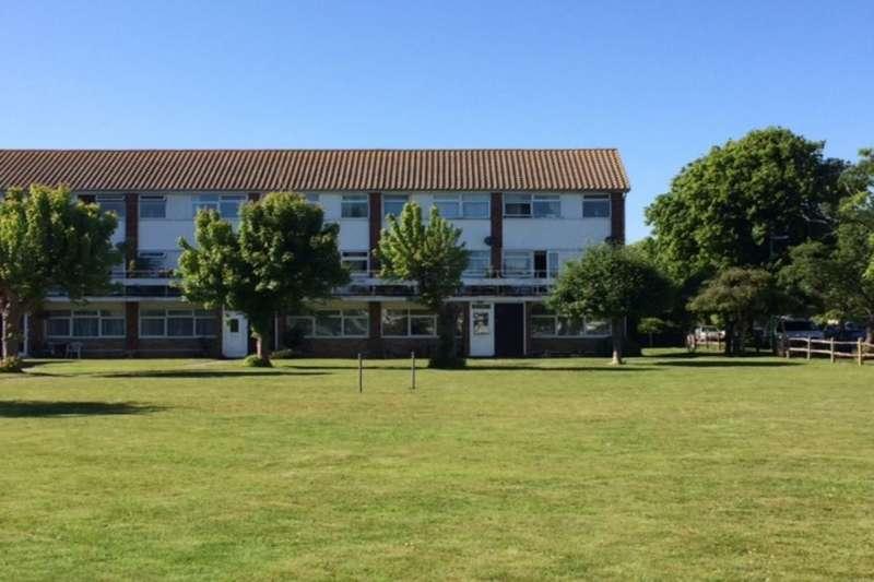 2 Bedrooms Flat for sale in St. Thomas Court, Bognor Regis, PO21