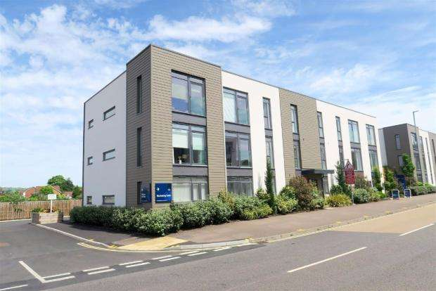 2 Bedrooms Apartment Flat for sale in Cunninghaam Court, Taunton TA1