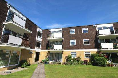 2 Bedrooms Flat for sale in Highcliffe, Christchurch, Dorset