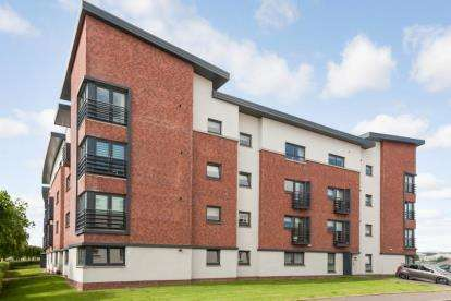 3 Bedrooms Flat for sale in Mulberry Square, Renfrew