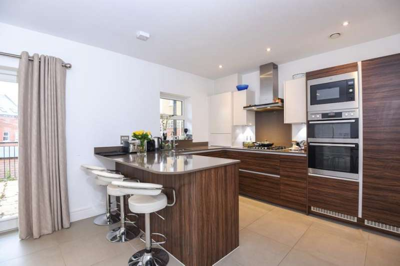 4 Bedrooms House for sale in Adam Close, NW7