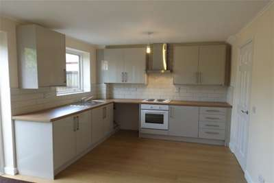 3 Bedrooms Town House for rent in Owsthorpe Close, Nottingham.
