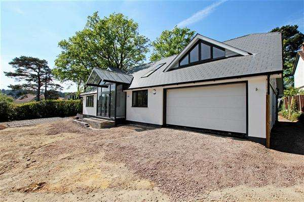 5 Bedrooms Detached House for sale in Dudsbury Road, Ferndown
