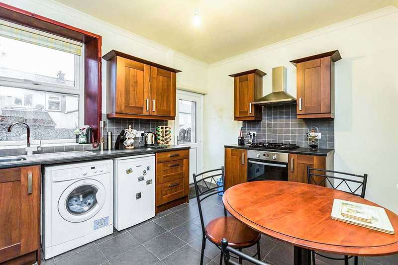 2 Bedrooms Property for sale in Maria Street, Darwen, BB3
