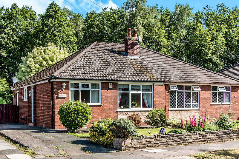 2 Bedrooms Semi Detached House for sale in Squires Lane, MANCHESTER, M29