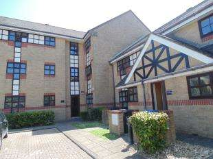 2 Bedrooms Flat for sale in King Charles Place, Emerald Quay, Shoreham By Sea, West Sussex