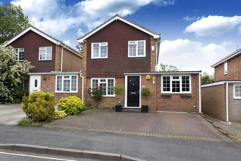 3 Bedrooms Semi Detached House for sale in Rook Way, Horsham