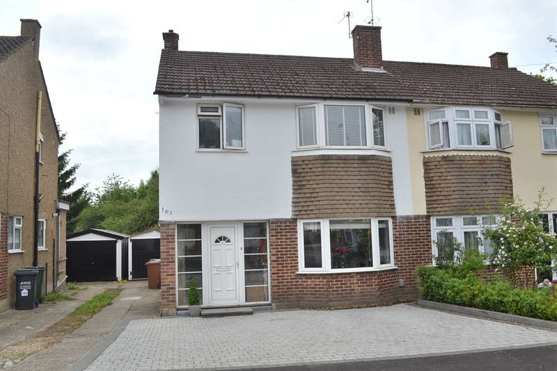 3 Bedrooms Semi Detached House for sale in Coates Way, Garston Watford