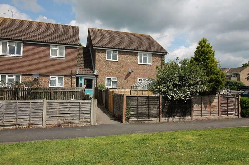 2 Bedrooms Flat for sale in Teazle Close, Petersfield