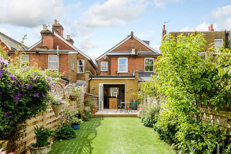 2 Bedrooms Semi Detached House for sale in East Molesey
