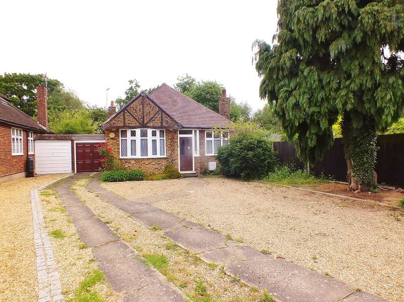 2 Bedrooms Detached House for sale in Meadow Close, Ruislip, HA4 8AP