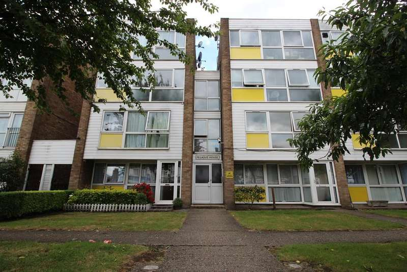 Studio Flat for sale in Pegasus House, Crossbrook Street, Cheshunt EN8