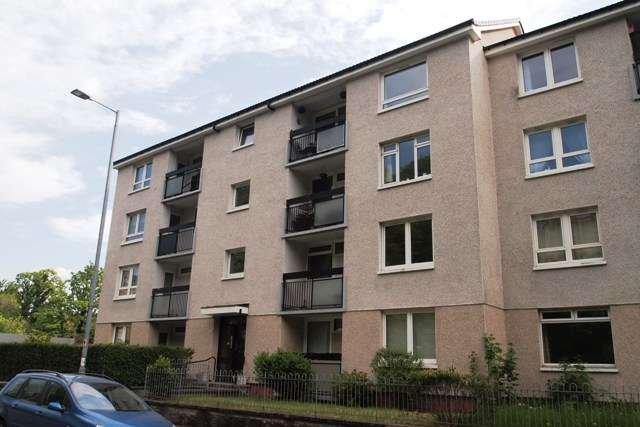2 Bedrooms Flat for rent in Tantallon Road, Shawlands, Glasgow